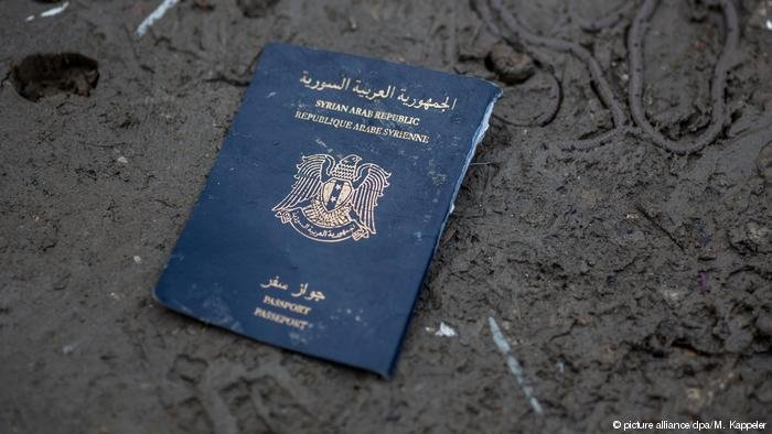 Syrian passport | Photo: Picture-alliance/dpa/M.Kappeler