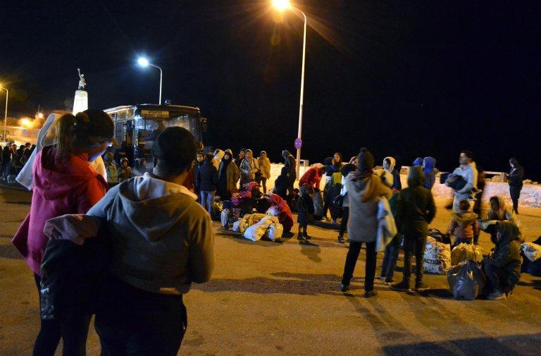 نقل مهاجرين من جزيرة ليروس إلى البر الرئيسي لليونان في الأول تشرين الثاني / نوفمبر 2019. المصدر: إي بي إيه/ ستارتيس بالاسكاس/ أنسا.