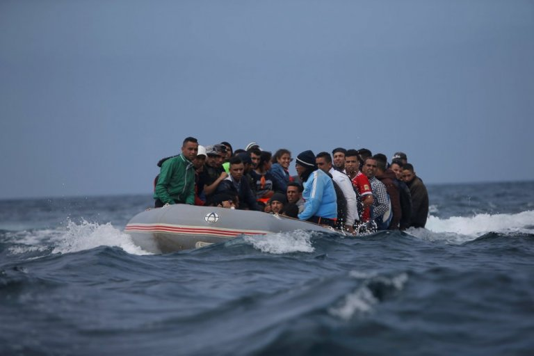 A group of Moroccans cross the Straits of Gibraltar on an inflatable boat in 2018 | Photo: Reuters / Jon Nazca