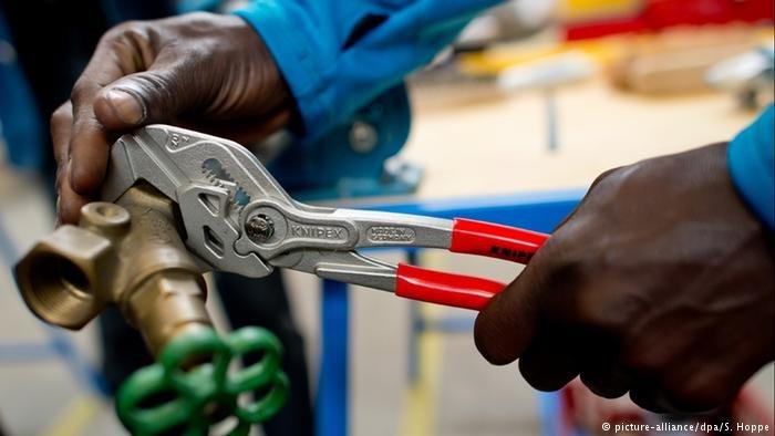 """Selon l'Institut allemand des droits de l'Homme, les travailleurs étrangers en Allemagne sont victimes d'une """"grave exploitation"""" dans leur travail. Crédit : picture-alliance/dpa/S. Hoppe"""