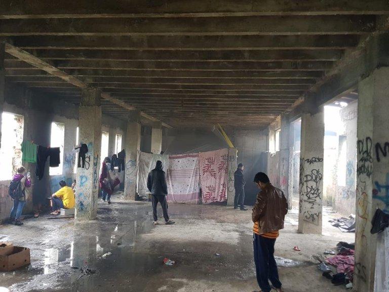من داخل بناء يأوي نحو 1000 مهاجر في بيهاتش شمال البوسنة. المصدر: مهاجرنيوز