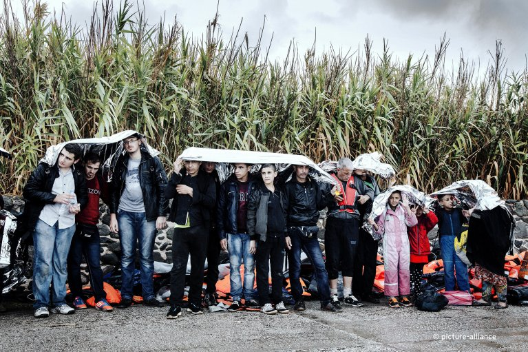 عکس: ارشیف/ ورود مهاجران به جزیره لیسبوس در ماه سپتمبر سال گذشته. بیشتر موارد عبور غیرمجاز از مرز کماکان در ترکیه و یونان انجام می شود./عکس: picture alliance/Stefania Mizara/Le Pictorium/MAXPPP/dpa