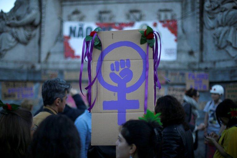 مسيرة بمناسبة اليوم العالمي للمرأة في وسط مدينة لشبونة في البرتغال، 8 آذار/مارس 2019. رويترز