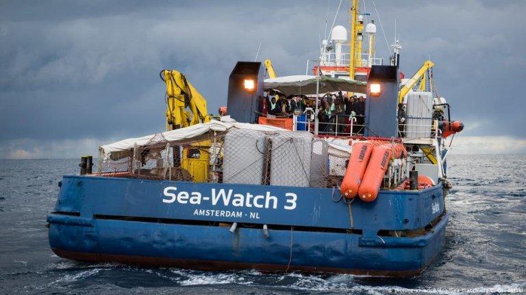کشتی نجات سی واچ ٣ که برای نجات مهاجران از مدیترانه فعالیت میکند. عکس از پیکچر الیانس/ سی واچ ٣