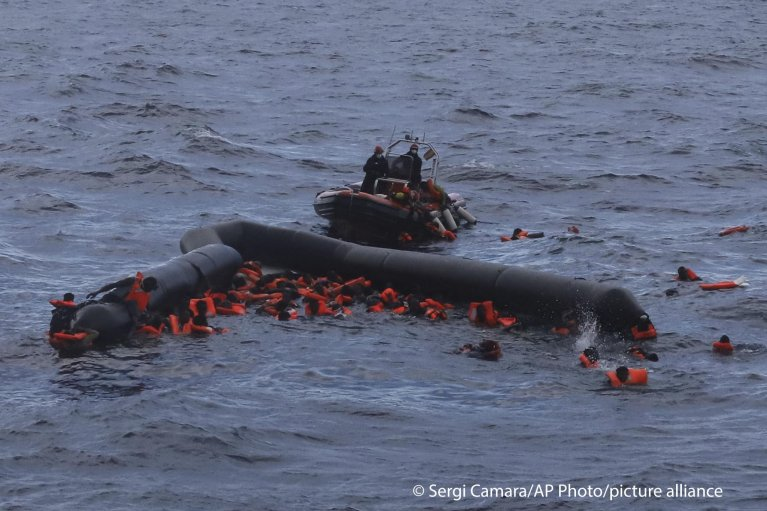 From file: A rescue mission in the Mediterranean on November 11, 2020 | Photo: Sergi Camara/AP Photo/picture-alliance