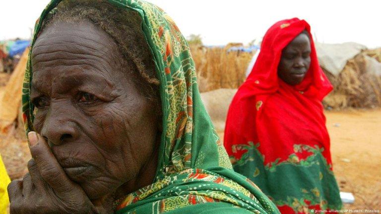 آلاف اللاجئين من القارة السمراء يعيشون ظروف إنسانية صعبة في  مخيمات لاجئين في أثيوبيا ومصر.