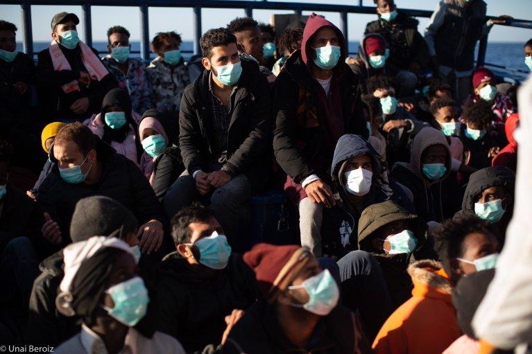 L'équipage de l'Aita Mari au secours de migrants en Méditerranée. Crédit : Maydayterraneo / Unai Beroiz