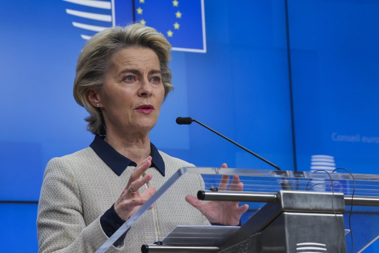 European Commission President Ursula von der Leyen speaks during a news conference following an EU Summit video conference at the European Council building in Brussels, Belgium, 19 November 2020 | Photo: EPA/OLIVIER MATTHYS / POOL
