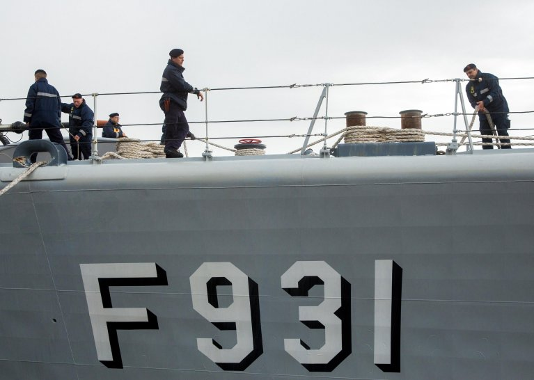 """ansa / أحد أعضاء المهمة الأوروبية """"صوفيا"""" التي تعمل في البحر المتوسط. المصدر: إي بي أيه/ ستيفاني ليكوك"""