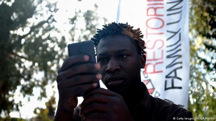 Le téléphone portable : une clef essentielle à la survie du migrant