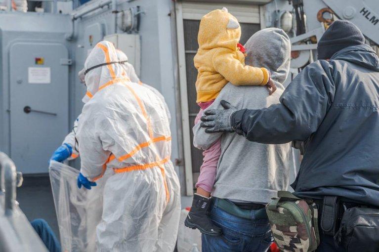 Cinquante-trois migrants ont été secourus dans le détroit du Pas-de-Calais mercredi 21 avril. Crédit : Twitter / Préfecture maritime de la Manche et de la mer du Nord