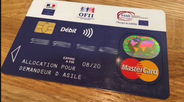 فرانسه کې د پناه غوښتونکو بانکي کارت. کرېډېټ: له ټویټر څخه اخیستل شوی انځور