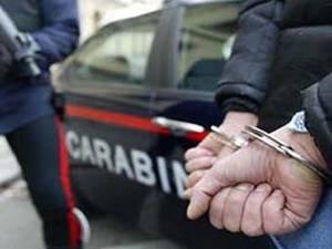 ansa / لحظة قيام الشرطة الإيطالية بتوقيف المشتبه بهم. المصدر: أنسا.