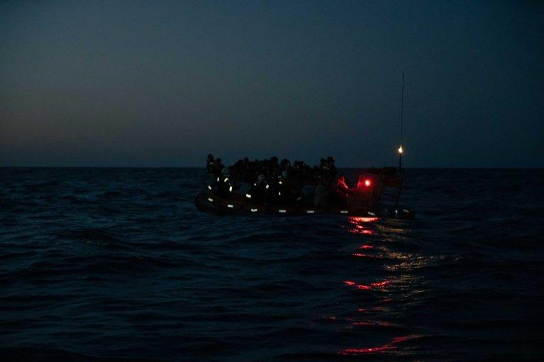 """منظمة """"سي ووتش"""" تنفذ عملية إنقاذ مهاجرين في المتوسط/ الصورة من الحساب الرسمي للمنظمة على تويتر @seawatch_intl"""