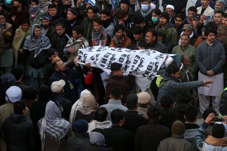 بلوچستان کې هزاره وګړو له تابوتونو سره پرلت کړی. کرېډېټ: نصیر احمد، رویترز، د ۲۰۲۱ د جنورۍ ۳مه