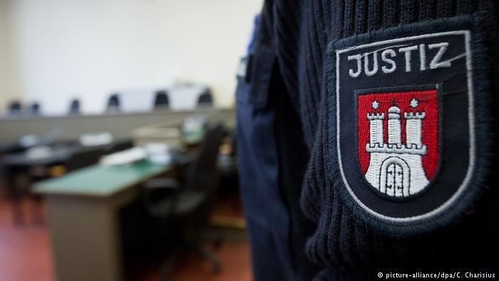 یک پناهجوی افغان به ظن همکاری با گروه طالبان، در شهر هامبورگ آلمان محاکمه میشود.