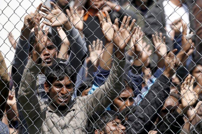 پناهجویان را در یکی از اردوگاه های جزیره لیسبوس یونان نشان میدهد.