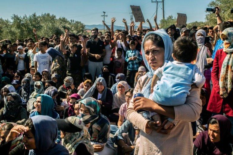 شماری از زنان مهاجر در کمپ موریا اعتصاب کردند