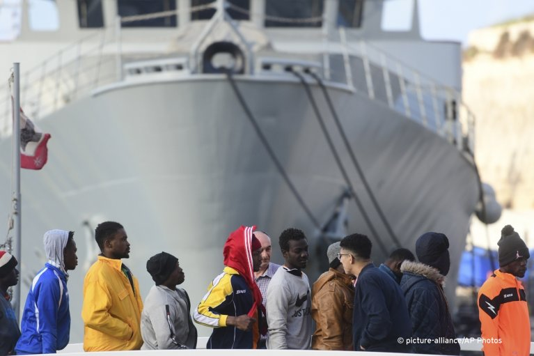 Migrants disembark in the port of Valetta, Malta, on April 13 after being stranded at sea onboard the Alan Kurdi for 10 days | Photo: Picture-alliance