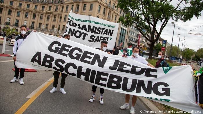 Le mois dernier, des centaines de personnes ont manifesté à Munich contre les expulsions vers l'Afghanistan. Crédit : Picture alliance