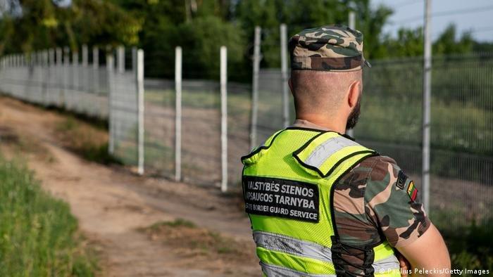 قوات ليتوانية قرب الحدود مع بيلاروسيا