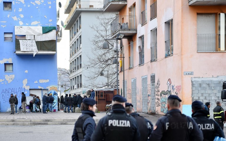 Police preside over the evacuation of the buildings at the ex-MOI, the former Olympic village in Turin that has been occupied for years by refugees and migrant families. |PHOTO: Archive / ANSA/ Alessandro Di Marco