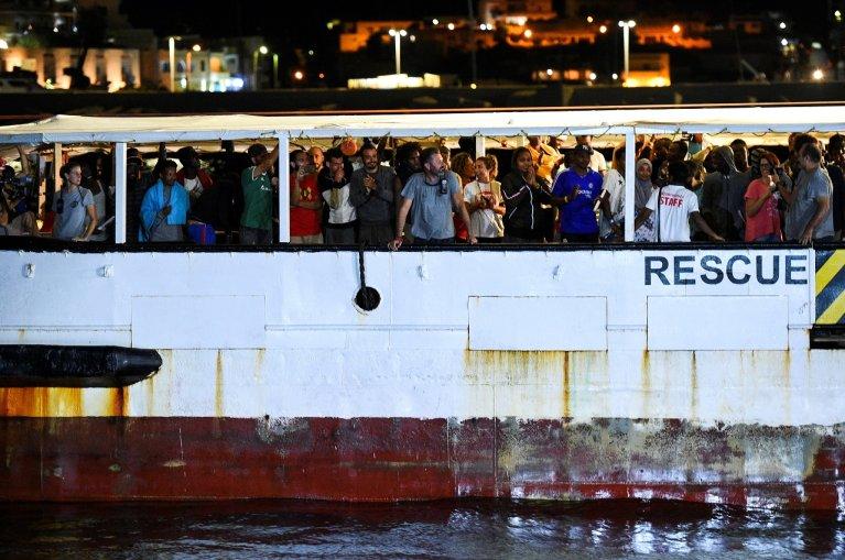 Les migrants ont été autorisés à débarquer dans la nuit de mardi à mercredi sur l'île de Lampedusa. Crédit : Reuters
