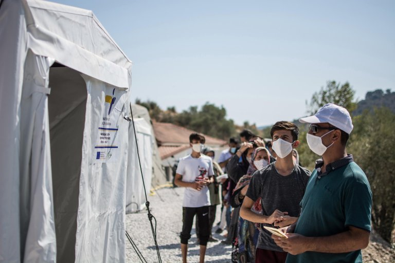 Refugees and migrants wait for coronavirus testing at Greece's Moria refugee camp on Lesbos on September 4, 2020 | Photo: EPA/Stratis Balaskas