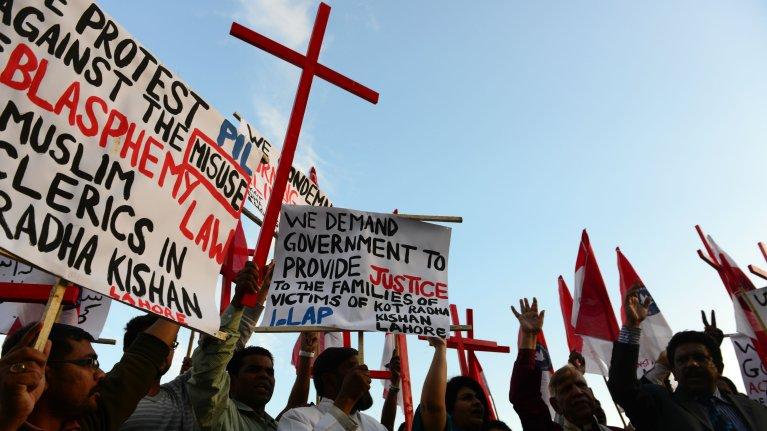 Farooq Naeem, AFP |Des Chrétiens pakistanais protestant, en novembre 2014, à Islamabad, contre le lynchage d'un couple accusé de blasphème sur un Coran.