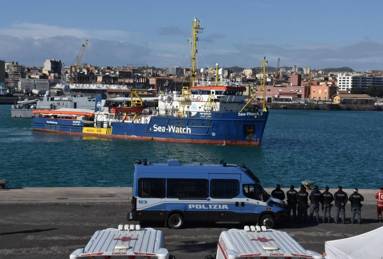 The Sea Watch 3 rescue ship enters the port of Catania, Italy | Photo: ANSA/Orietta Scardino