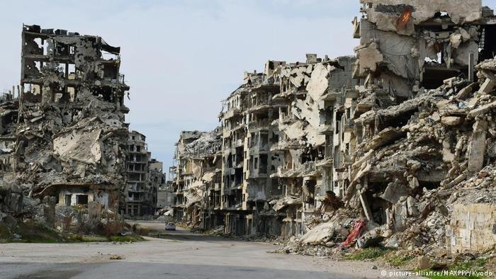 صورة من أحد الأحياء في مدينة حمص السورية