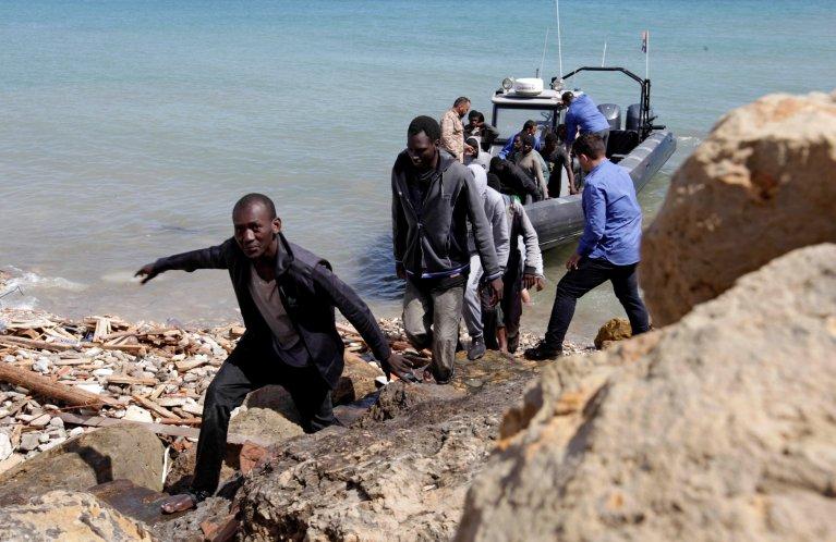 Image d'archives de migrants ramenés en Libye par les garde-côtes libyens. Crédit : Reuters