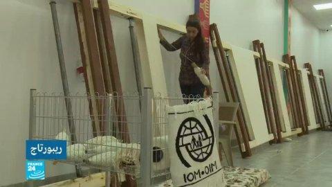 نساء أيزيديات في مصنع للسجاد أقيم في مخيم خانكي بمحافظة دهوك شمال العراق