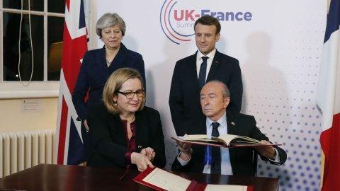 ماكرون وماي يوقعان معاهدة حول مراقبة الهجرة على الحدود بين بلديهما