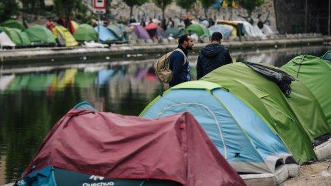 تفكيك آخر مخيمين عشوائيين للمهاجرين وسط باريس