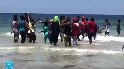 رحلة ترفيهية لنزلاء مركز للهجرة في ليبيا