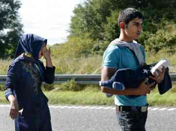 From file: A young refugee family walking along highway E45 from Padborg in Denmark near the border with Germany in 2015 | Photo: ©SCANPIX DENMARK/AFP