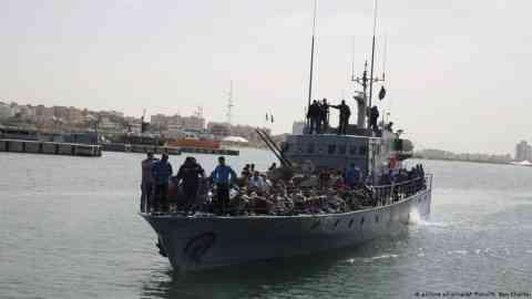 Libyan coast guard vessel returning migrants to Tripoli in 2017 | Photo: picture alliance/M. Ben Khalifa