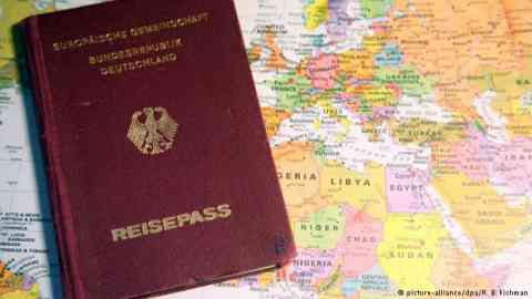 Earning citizenship makes working and living in Europe much easier | Credit: Picture alliance/dpa/B. Fishman