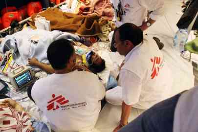 Volunteers of Doctors Without Borders with some migrants injured in the sea after leaving Misurata on a ship to reach Zarzis | Photo: ARCHIVE/ANSA/DOCTORS WITHOUT BORDERS