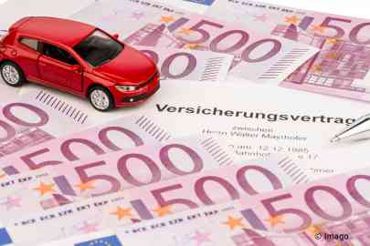 Insurance contract for a new car | Credit: imago/blickwinkel/McPhoto/Erwin Wodicka