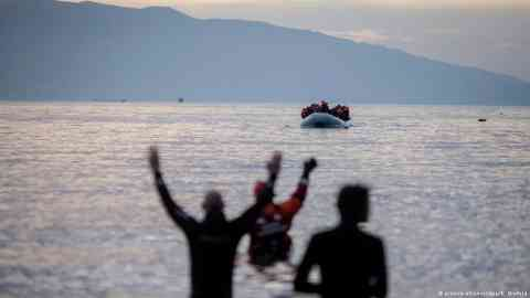 Many migrants are stuck in Albania after the borders closed due to measures to fight the COVID-19 pandemic. Now an investigation alleges they are reduced to begging to get by | Photo: picture -alliance / dpa/ K. Nietfeld