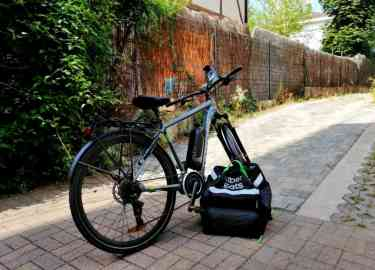 Every day, Abdul Manaf sets out on his electric bike to deliver food in and around Metz | Photo: Abdul Manaf Zahid